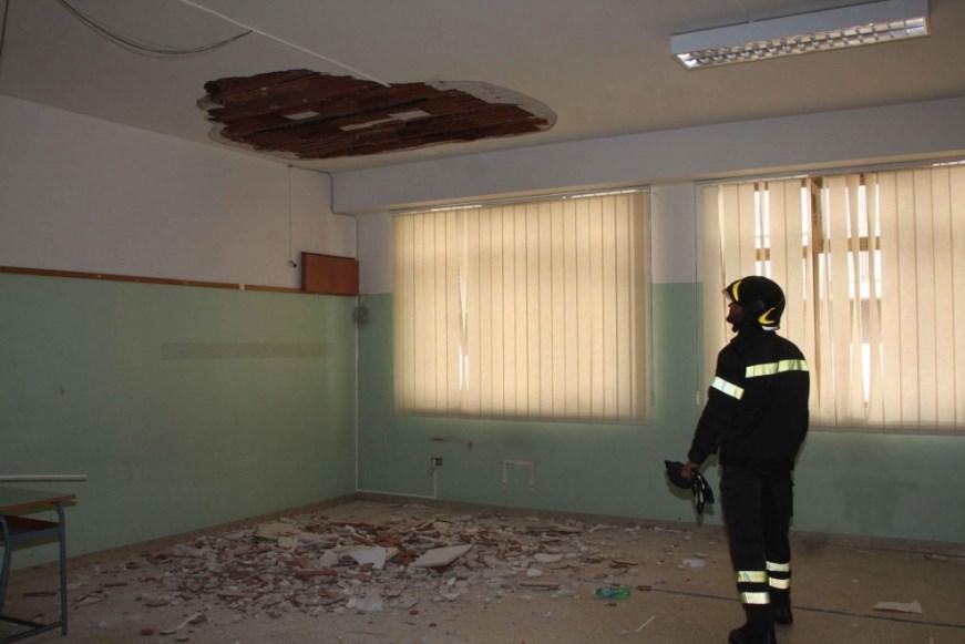 Palermo, si stacca intonaco dal tetto di una scuola: tre feriti$