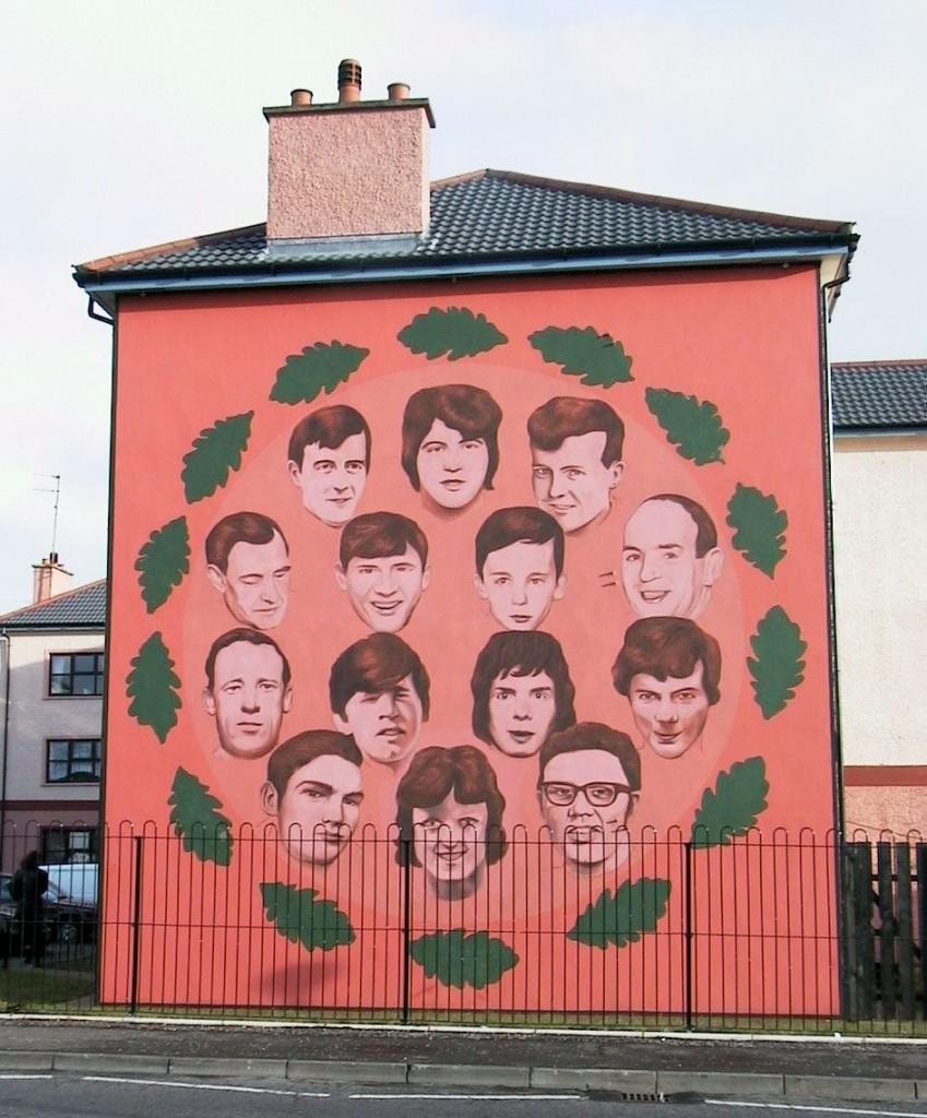 Un murales, a Derry, in ricordo delle vittime della strage