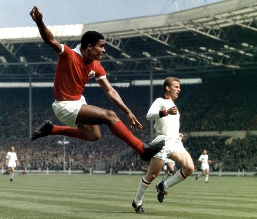 Eusebio in azione con il Benfica