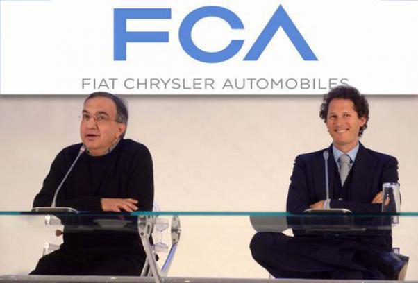 Sergio Marchionne e John Elkann con il logo della nuova compagnia