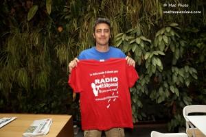 Pif a Roma con la maglietta di Radio 100 Passi