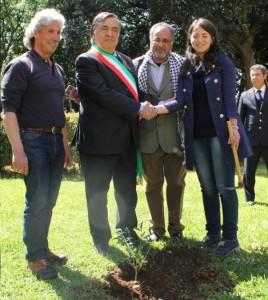 Il sindaco Leoluca Orlando e l'attivista Rosa Schiano