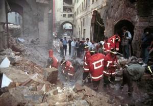 Le macerie causate dall'attentato in via dei Gergofili