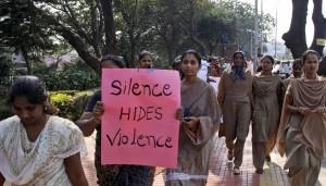 india-manifestazione-donne-contro-violenza