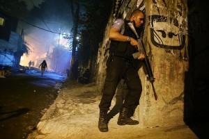 l43-scontri-favela-riojaneiro-140423063751_big