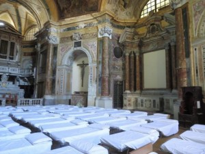 letti in chiesa