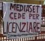 striscione mediaset_licenziare